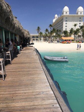 Bugaloe Beach Bar & Grill : photo2.jpg