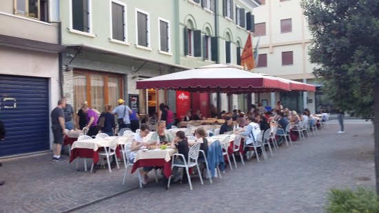 Mogliano Veneto, Italien: Tavoli esterni