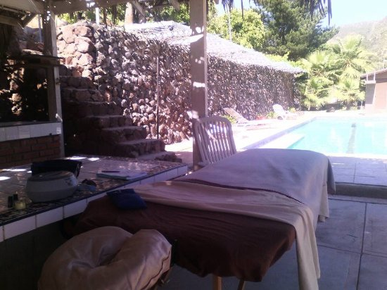 Casa Encinares Bed and Breakfast: poolside massage!