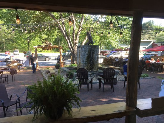Dillsboro, NC: adorable patio water feature