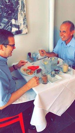 Hattiesburg, Μισισιπής: Enjoying Sunday Brunch at Black Sheep's Cafe!