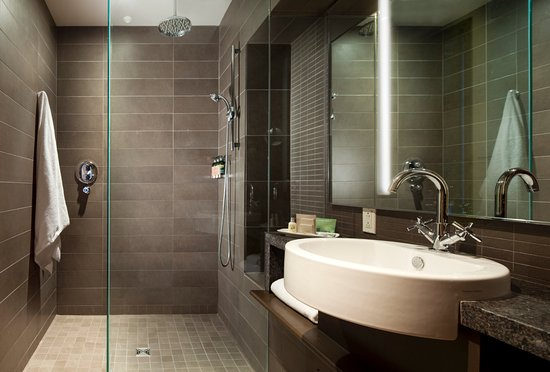 Hotel 71: Bathroom with Italian shower