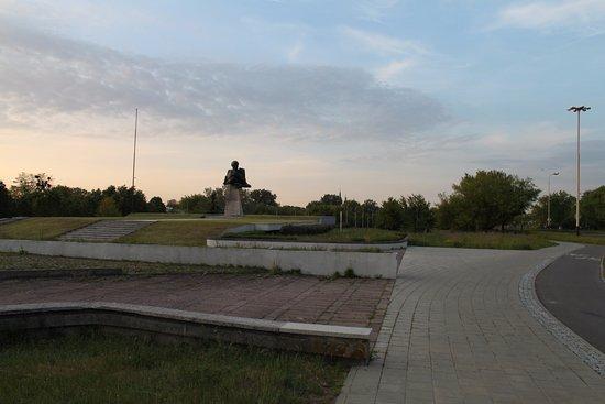 'Maternity' monument