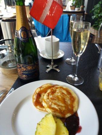 Esbjerg, Danmark: Man kan tilkøbe champagne til rimelig pris