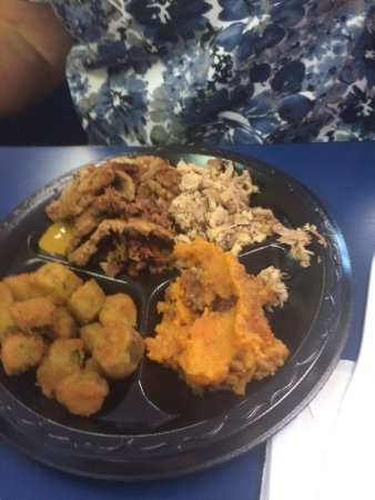 Seneca, SC: Best BBQ buffet on th and fri.  Excellent sides, clean, friendly.  Great! And less than 10$