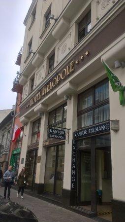 Wielopole Hotel: ufficio cambio moneta affiancato all'hotel