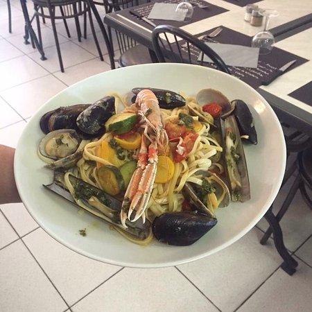 Bezouce, France: Pâtes aux fruits de mer frais 🍽