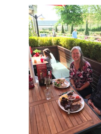 Street, UK: Birthday lunch freebie at Frankie and Benny's at Clarkes Village