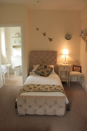 Llansabbath Country Farmhouse B&B: The Twin Room, Room 4, Gwenyn