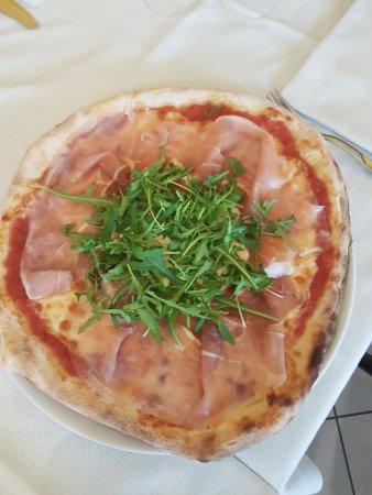 Ristorante Grotta Azzurra: Pizza Bella Vista