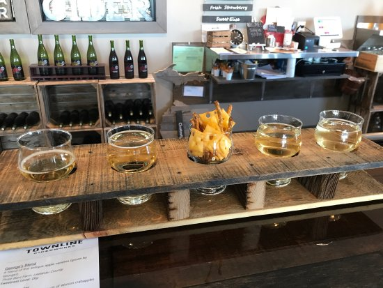 Williamsburg, MI: Newly opened and an excellent selection of ciders