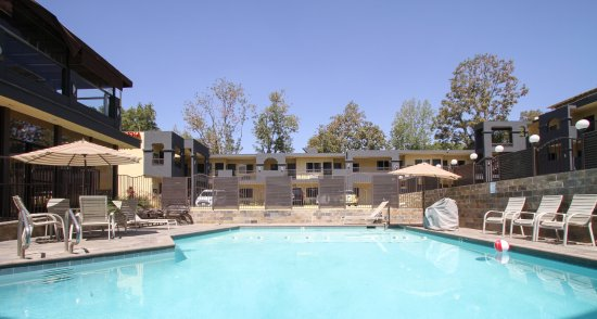 GreenTree Pasadena Inn : Take advantage of Southern California's year-round beautiful weather.