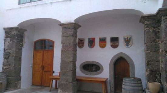 Schloss kapfenstein terrassenanlagen bild von schloss for Terrassenanlagen bilder