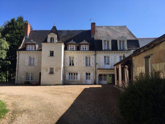 Beaumont-en-Veron, Frankrijk: façade avant