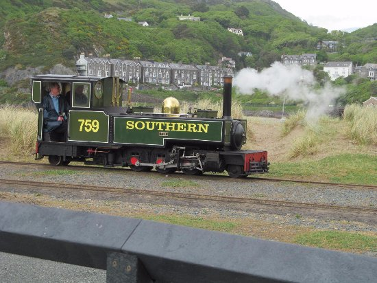 Fairbourne, UK: The engine changing ends.
