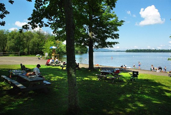 Lac-Brome, Canada: Warm water, supervised and located near the heart of beautiful Knowlton, Quebec