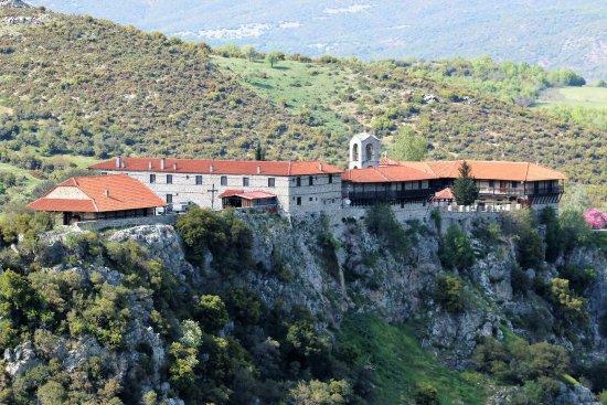 Elati, Grecia: Weit entfernt der Straßen, vor Touristen geschützt, das Kloster von St. Bessarion