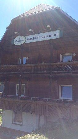 Schwarzwaldgasthaus Salenhof : Motor hotel Salenhof in de stralende mei zon