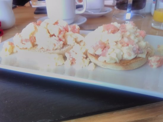 Lacet House: Smoked salmon and scrambled egg