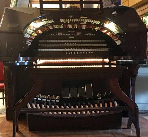 Acme, Μίσιγκαν: Wurlitzer organ provides wonderful background for silent films