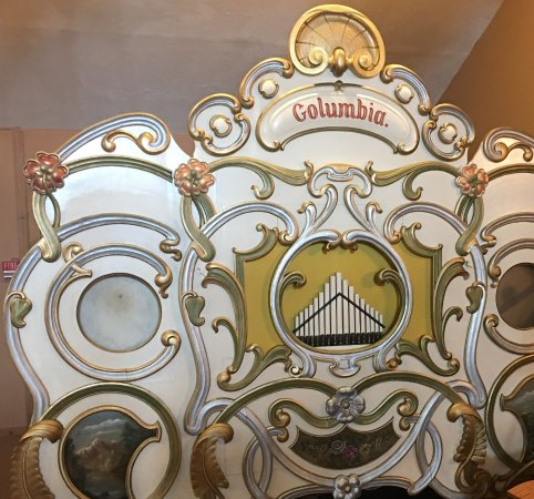 แอคมี, มิชิแกน: Impressive loud Columbia pipe organ: used at carnivals to attract visitors in