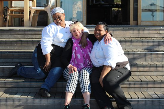 Welgevonden Game Reserve, Sudáfrica: Loving & laughing with these great ladies from the kitchen