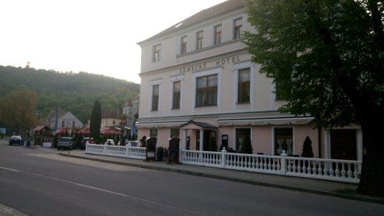 Vranov nad Dyji, Чехия: Вид на отель со стороны реки