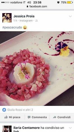 Castel Del Piano, İtalya: DUO:tartare di tonno e gambero rosa con composta di barbabietola