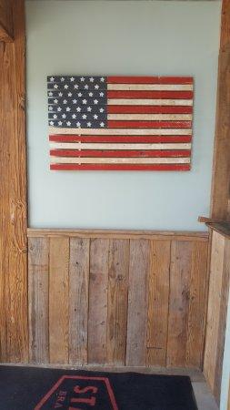 Branford, Κονέκτικατ: Comfortable interior, barnwood siding Americana
