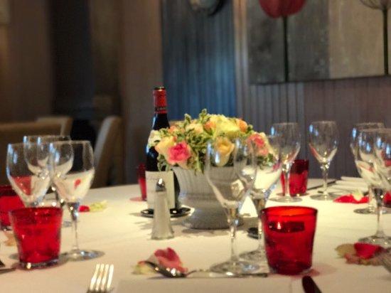 Meudon, Francja: Reception en mai à la terrasse de L'etang pour un anniversaire !