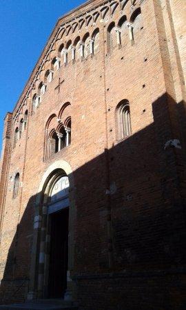 Pavia, İtalya: Facciata laterale
