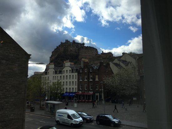 Apex City of Edinburgh Hotel: view of castle from room