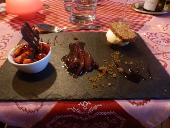 Saulieu, فرنسا:  mini desserts