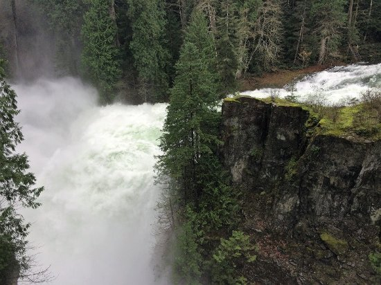 Campbell River, Canadá: Elk Falls when extra water let run