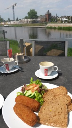 Ommen, Países Bajos: Our lunch with view.