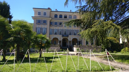 Stresa, Italie : Front view of the villa