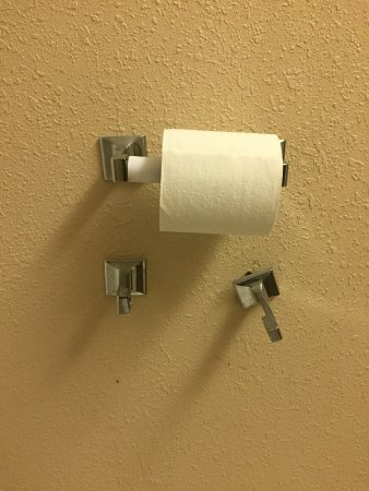 Days Inn by Wyndham Carlisle PA: Not sure if there were supposed to be two rolls or ??