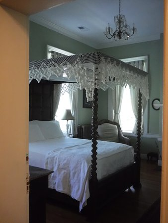 The Kenmore Inn: Not the room I stayed in, but I peeked in. Next time...