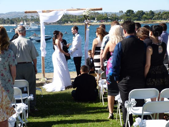 Mission Bay Park: Interesting background for wedding photos!