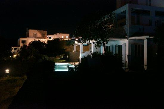 Agios Prokopios, Grecia: Hotel grounds at night