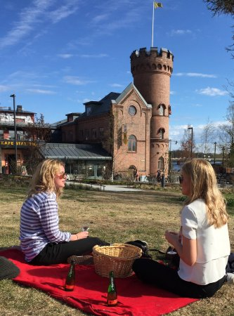 Umea, Sweden: You can always borrow a blanket and a Picknick basket at cafe Station and enjoy.