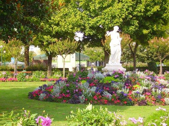 Belle Statue Photo De Jardin Du Mail Angers Tripadvisor