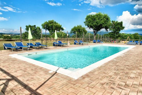 Giano dell'Umbria, Италия: Piscina con Area Idromassagio