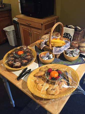Crested Butte, CO: Part of the breakfast spread--more like a B&B than a standard hotel.