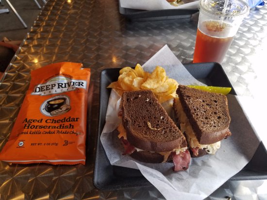 Mineral Wells, Teksas: The Reuben sandwich and chips