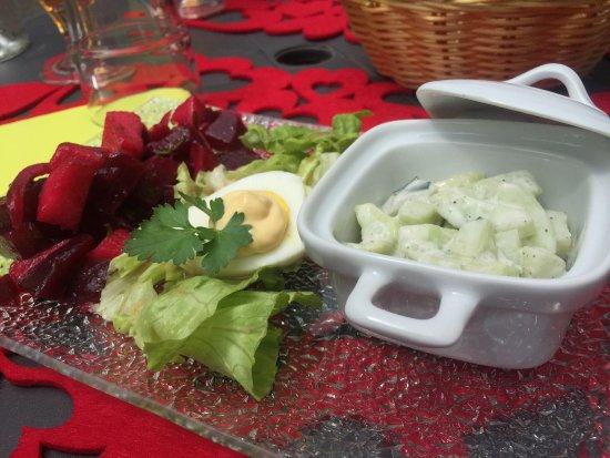 Parthenay, Francja: Cuisine saine et raffinée, produits frais, assaisonnements impeccables, poulet basquaise au top