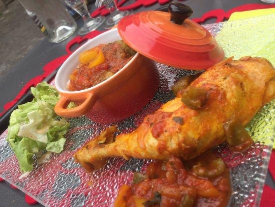 Parthenay, France: Cuisine saine et raffinée, produits frais, assaisonnements impeccables, poulet basquaise au top