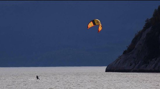 Squamish, Canadá: Kiteboarding with Aerial