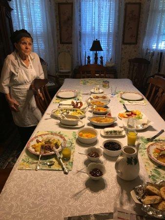 Lazy Fox Inn: Generous, traditional breakfast