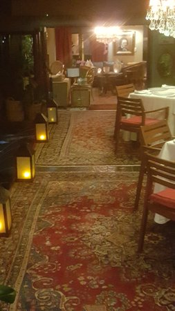 The Residence Boutique Hotel: Passageway to dining room